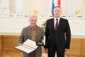 Vladimir B. Matveev reçoit le prix Chebyshev